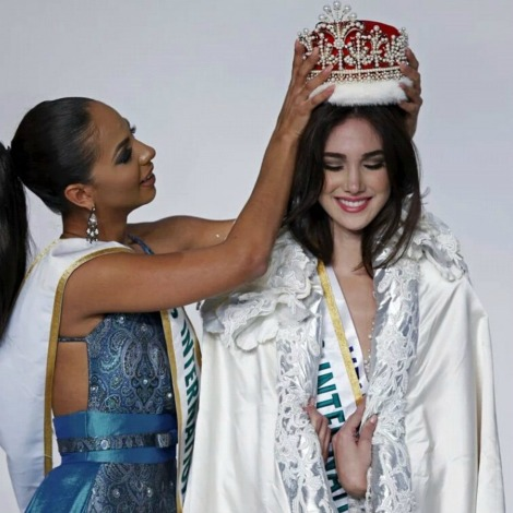 Miss International 2014- Valerie Henrandez crowning her successor Edymar Martinez from Venezuela