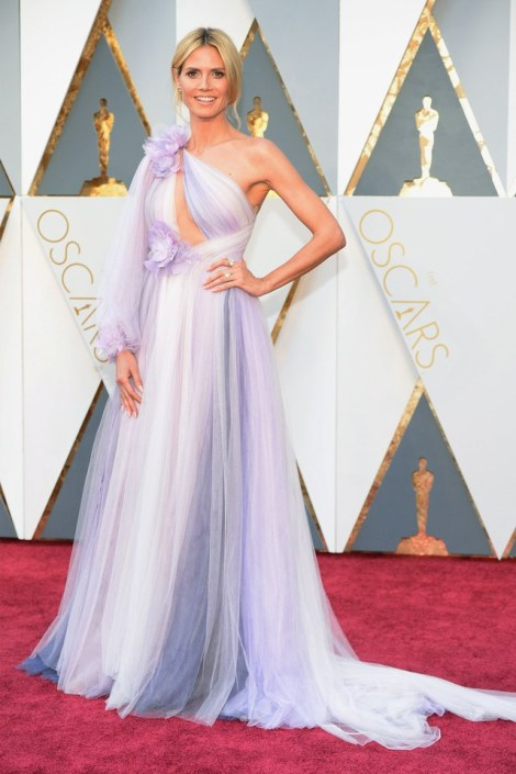 Heidi Klum in Marchesa she was in our worst list in Best and the worst dressed at Oscars 2016