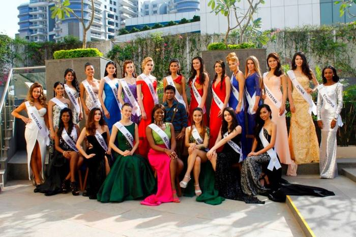 Supermodel International 2016 contestants with owner of Rubaru Group Snadeep Kumar.