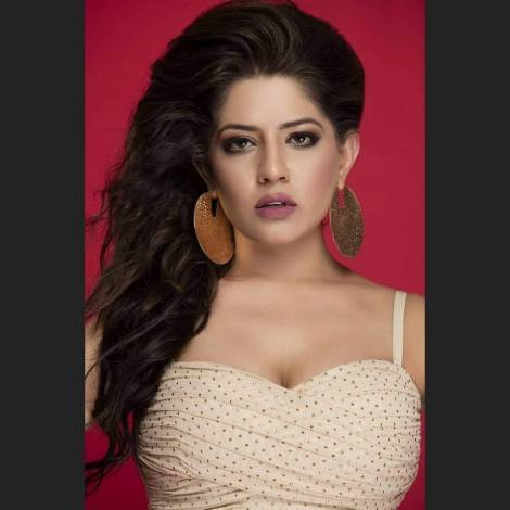 Rammya SIngh was handpicked by Glamananad Entertainment PVT LTD to represent India at Miss Globe International 2016 pageant