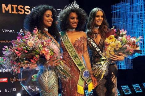 Raissa Santana crowned Miss Brasil 2016