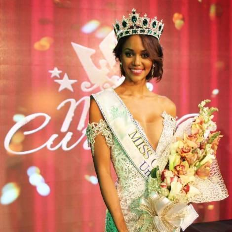 Chanelle De Lau is crowned as Miss Curacao 2016