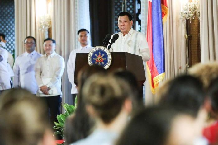 President Rodrigo Duterte  welcoming the Miss Universe 2016 Contestants