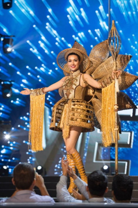 Miss Vietnam,Le Hang during Miss Universe 2016 National Costume presentation