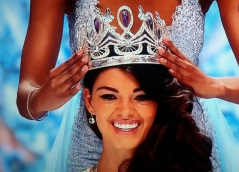 Can Demi-Leigh from South Africa be the next Miss Universe or Miss World?